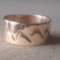 14K Gold Mountain Band size 8,9